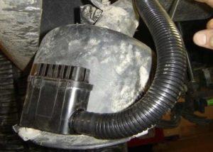 gas nozzle shuts off